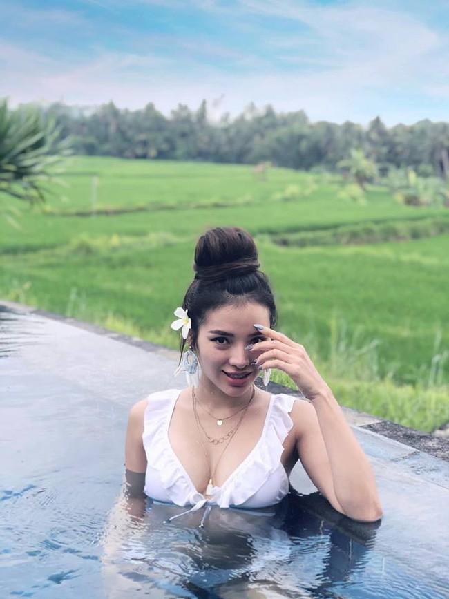 """Phuong Trinh Jolie soan ngoi """"nu hoang bikini"""" cua Ngoc Trinh?"""