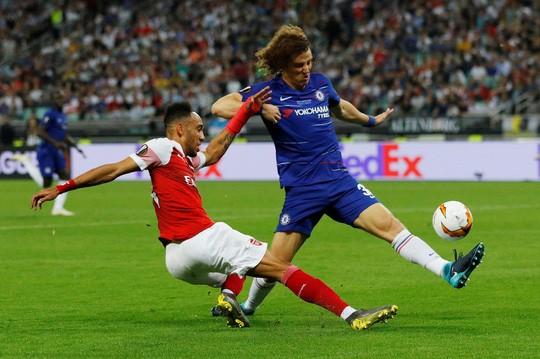 Chelsea dang quang Europa League, Hazard chia tay