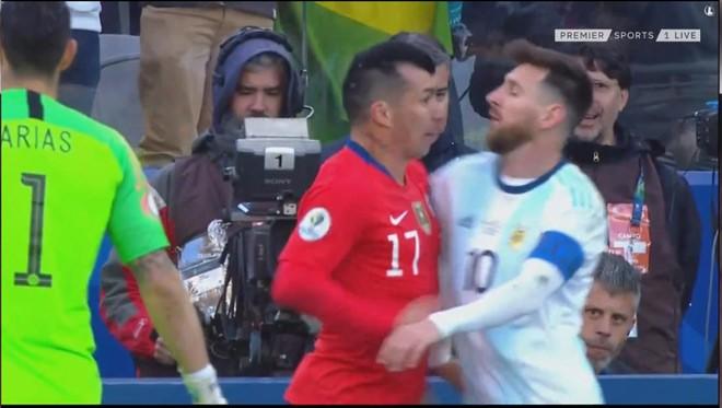 Sung so Messi: Xo xat doi thu va an the do, e che roi Copa America