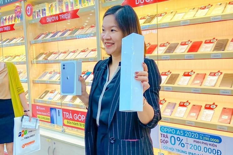 iPhone 11 chinh hang tai Viet Nam, gia may xach tay tut doc-Hinh-3
