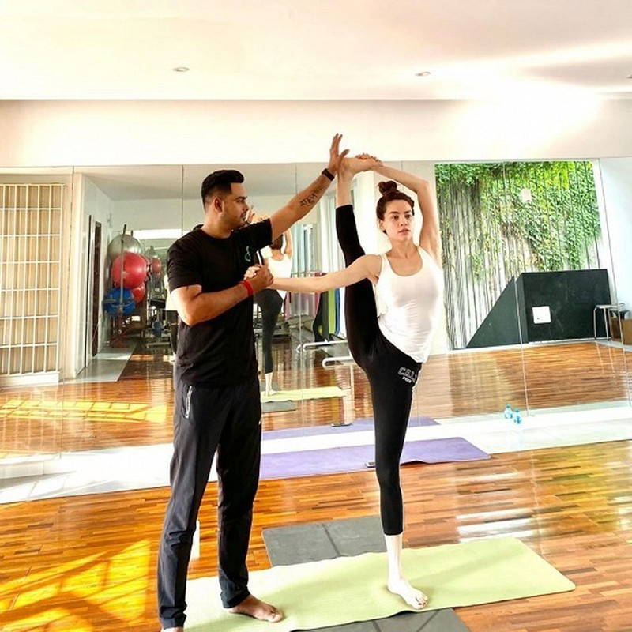 Ho Ngoc Ha khoe trinh do Yoga dat den 'cuc dinh' ai cung nguong mo