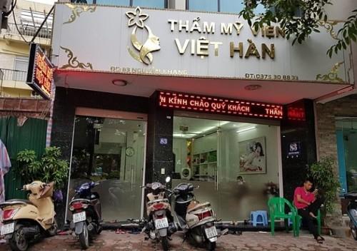 Khach hang tu vong tai TMV Viet Han: Nhung be boi rung dong cua tham my vien nay