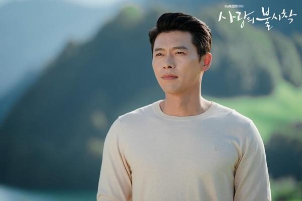 """Bi quyet gi giup """"nam than"""" Hyun Bin luon co lan da tuoi tre o tuoi 38"""