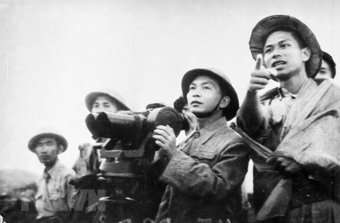 Bac Ho va Dai tuong Vo Nguyen Giap trong Chien dich Dien Bien Phu-Hinh-10
