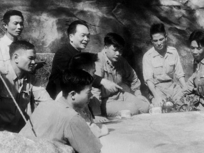 Bac Ho va Dai tuong Vo Nguyen Giap trong Chien dich Dien Bien Phu-Hinh-5