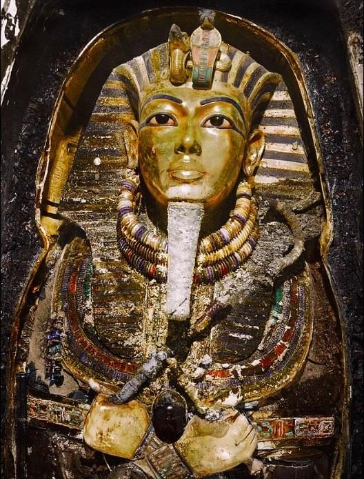 'Khoanh khac vang' luc mo quan tai vua Tutankhamun-Hinh-2