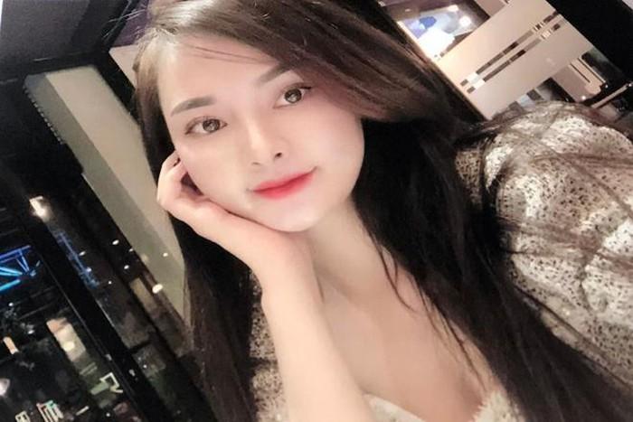 Hotgirl dieu hanh duong day ban dam cho doanh nhan