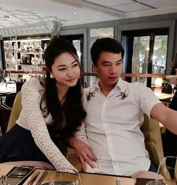 A hau Thanh Tu trang tri cong nha bang anh ca chong lan con-Hinh-3