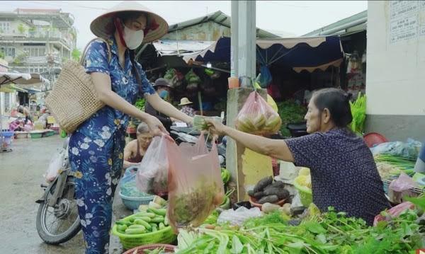 "Thuy Tien ngam ""vo mat"" nu dien vien phat ngon ngong cuong"