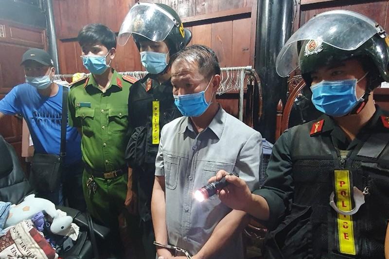 Giam doc Nguyen Chu Sam bi bat-Hinh-2