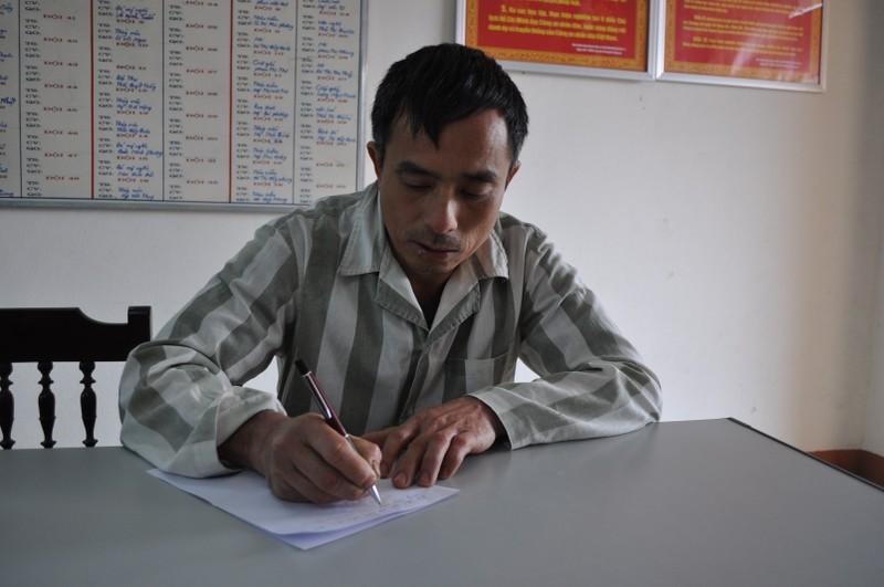 """""""Bo cau dua thu"""" cho cha - con Le Van Luyen o trong trai giam-Hinh-4"""