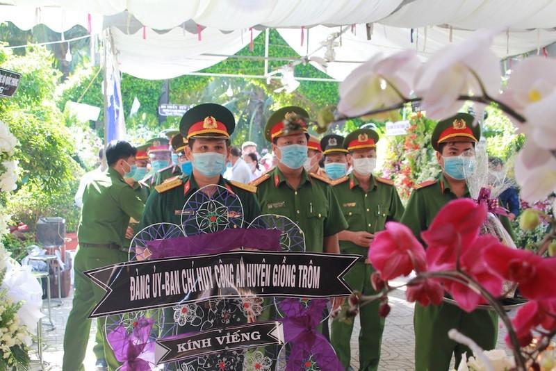 Dong nguoi tien biet ong Hai Nghia tai nha rieng o Ben Tre-Hinh-2