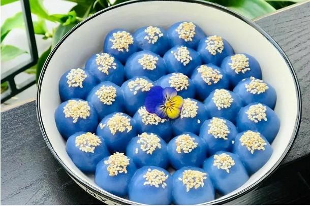 Cach lam banh troi hoa dau biec vua la vua dep cung Ram thang Gieng-Hinh-4