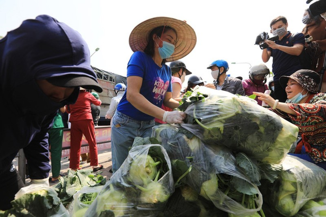 Virus SARS-CoV-2 co lay lan qua thuc pham, hang hoa hay khong?