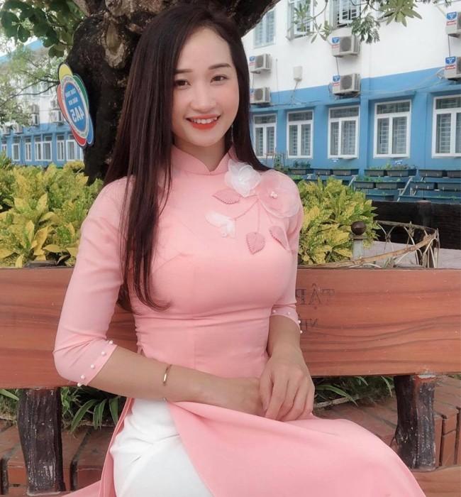 Cô giáo quê Thái Bình gây sốt vì vóc dáng nóng bỏng khi tập gym