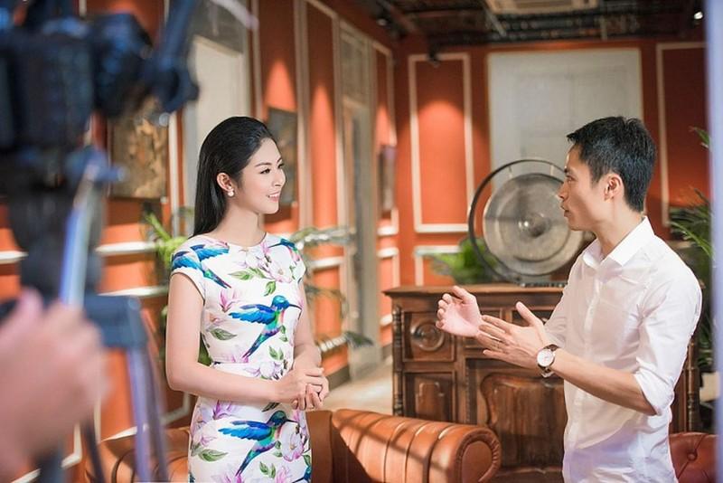 """Vi sao loat Hoa hau tung lan san lam MC cua VTV bong """"bien mat""""?"""