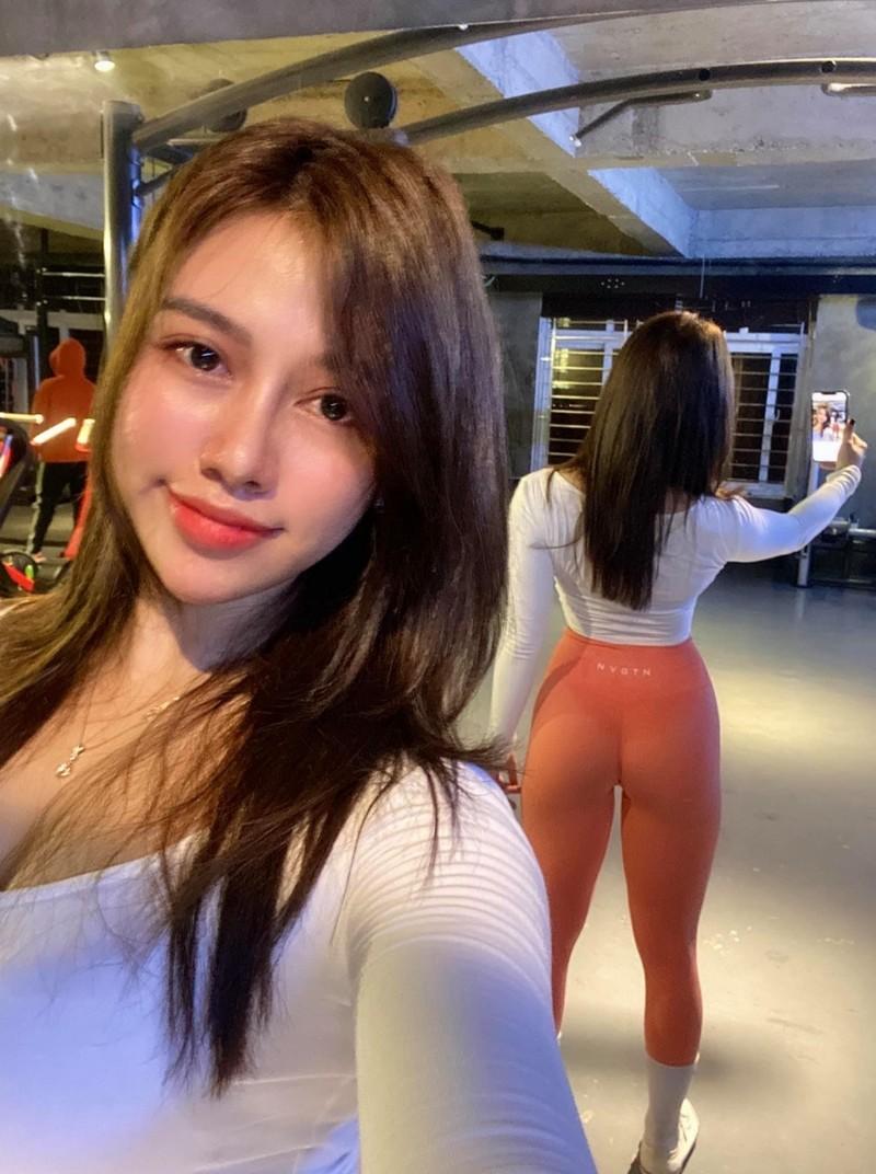 """Hot girl phong gym chia se bi kip tap vong ba """"khung"""" dat 1 met-Hinh-12"""