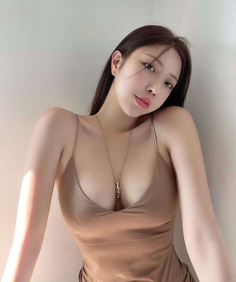 """Dai hot girl Han Quoc"" chuong trang phuc khoe vong 1 nong bong-Hinh-3"