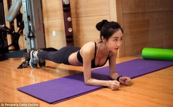 """Nu hoang phong gym"" xu Trung khoe voc dang nong bong o phong tap-Hinh-7"