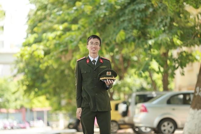 Chan dung nam sinh HV An ninh duoc phong ham Trung uy-Hinh-2
