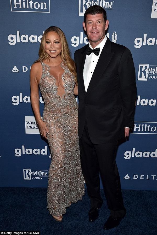 Mariah Carey nem may tinh qua cua so vi tuc hon phu