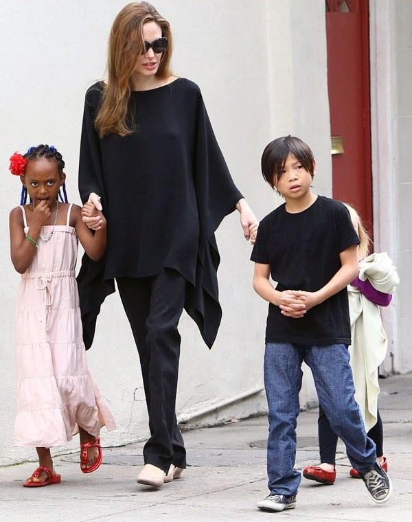 Me de con gai nuoi cua Angelina Jolie mong muon gap con-Hinh-2