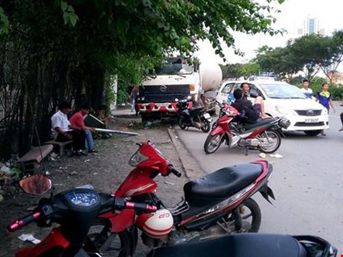 Xe bon cho xang tong taxi hang chuc nguoi hoang hon thao chay-Hinh-2