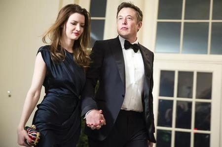 Ty phu Elon Musk: Thuong truong ruc ro, tinh truong tham thuong-Hinh-2