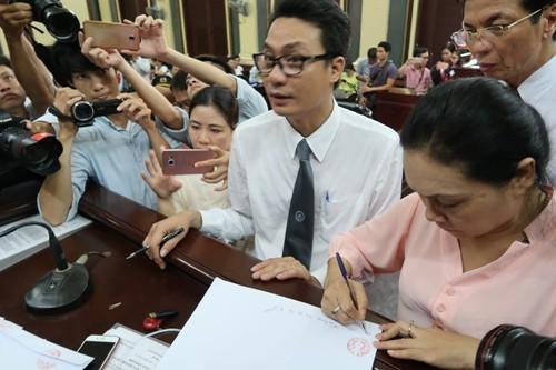 Gia han dieu tra 3 thang vu an hoa hau Phuong Nga-Hinh-2