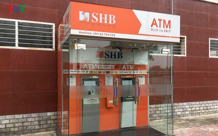 Hien truong cay ATM SHB co gan 10 qua min da gan kip no