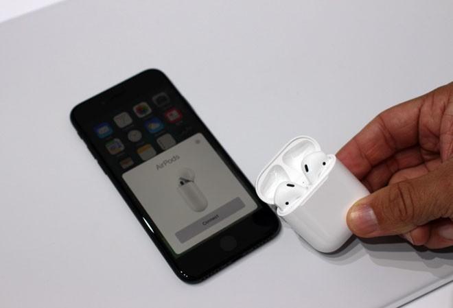 """Nguoi dung iPhone lai phai """"dai co"""" cho ngay ra mat AirPods 2"""