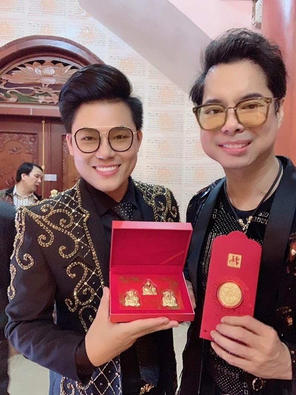 Danh ca Ngoc Son gay soc khi bo 100 trieu mua vang lam qua tang-Hinh-2
