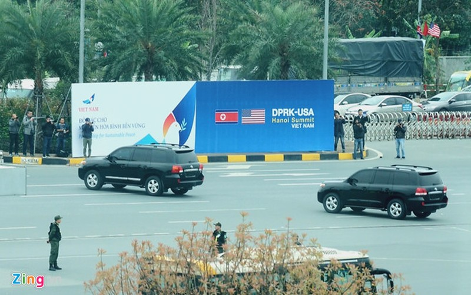 May bay cho nhan vien an ninh Trieu Tien dap xuong Noi Bai-Hinh-3