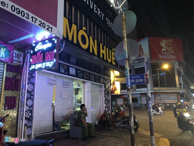 Kinh doanh thua lo, nha hang Mon Hue o TP.HCM bi nguoi den chuyen tai san