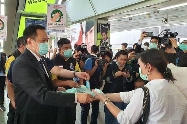 Bo truong Y te Thai Lan doi duoi khach du lich khong deo khau trang