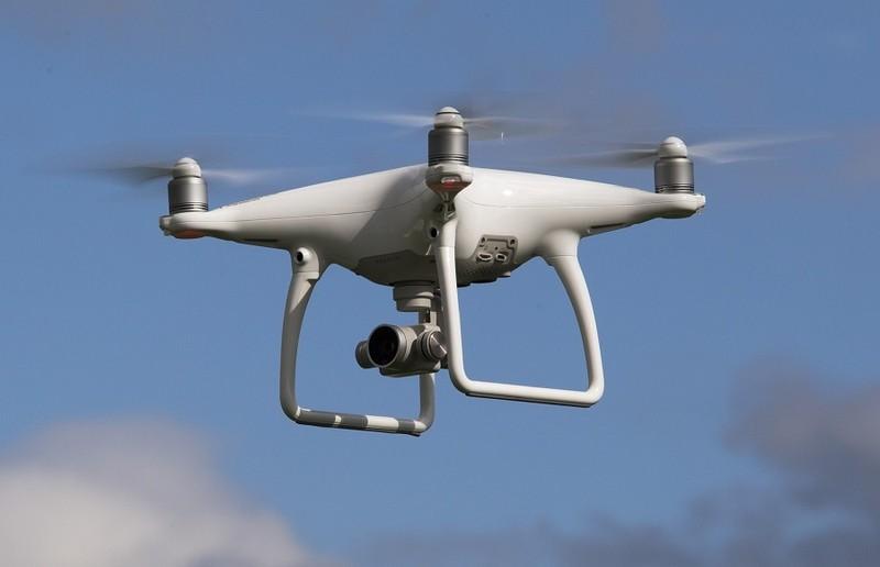 Dung drone de canh bao Covid-19