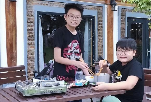 Xuan Bac: 'Nha minh cam cu duoc 6 thang la phai cat nua chi tieu'
