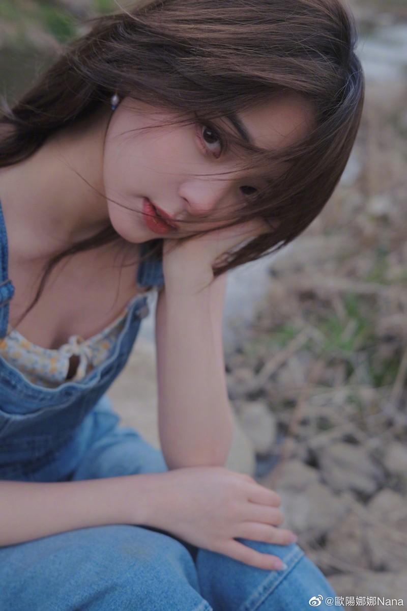 Nu than thanh xuan Au Duong Na Na dien mot nguc tran gay xon xao-Hinh-3