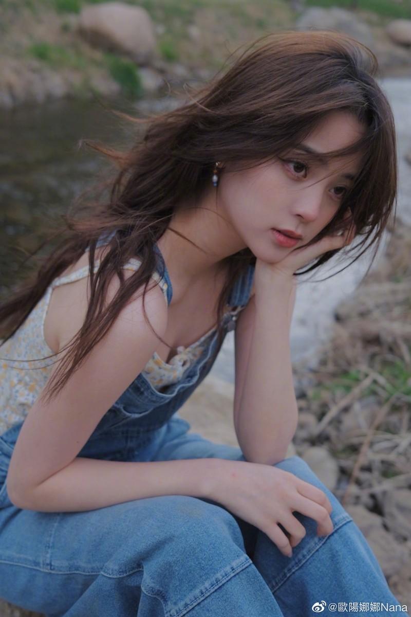 Nu than thanh xuan Au Duong Na Na dien mot nguc tran gay xon xao-Hinh-4