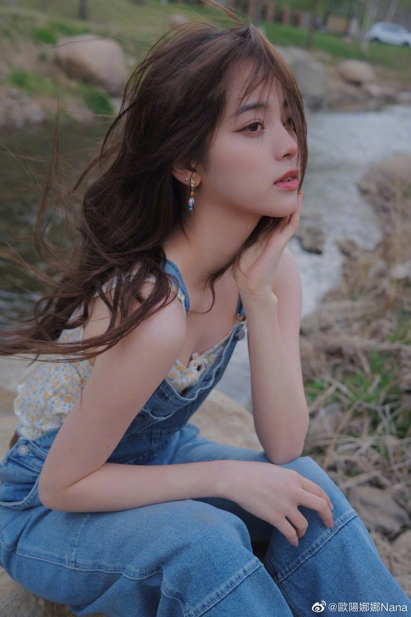 Nu than thanh xuan Au Duong Na Na dien mot nguc tran gay xon xao-Hinh-6