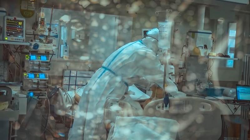 Chang trai 27 tuoi bo mang vi chu quan khi tai nhiem COVID-19