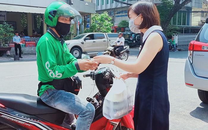 Ha Noi chinh thuc dung hoat dong 'xe om cong nghe' va shipper giao hang