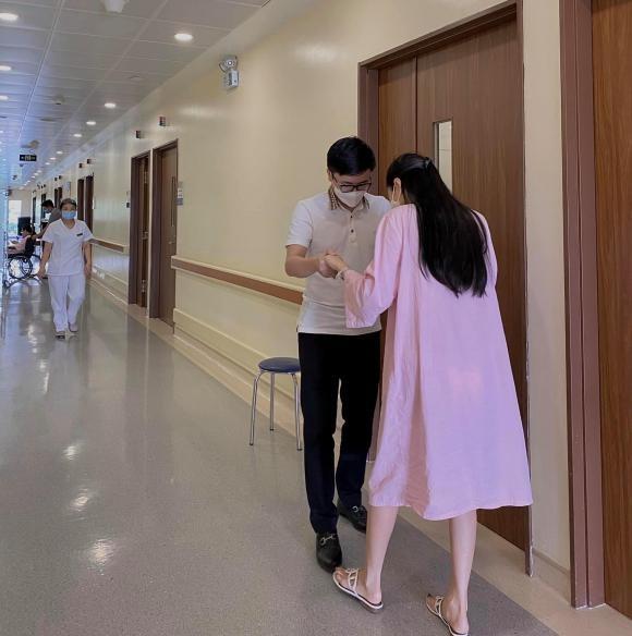 Hot girl Vu Ngoc Cham sinh con dau long-Hinh-3