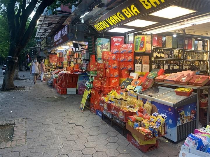 Can Ram thang 8: Noi xep hang cho mua, noi khong bong khach mua banh-Hinh-13