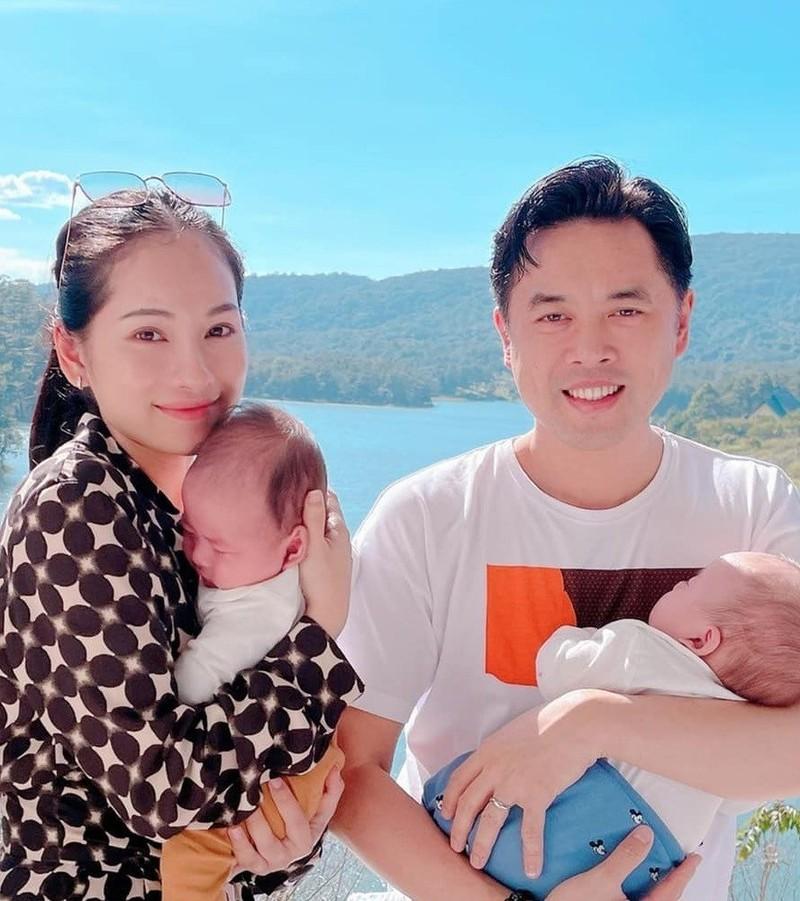 Duong Khac Linh hao hung khoe anh cung hai con trai va cai ket-Hinh-2