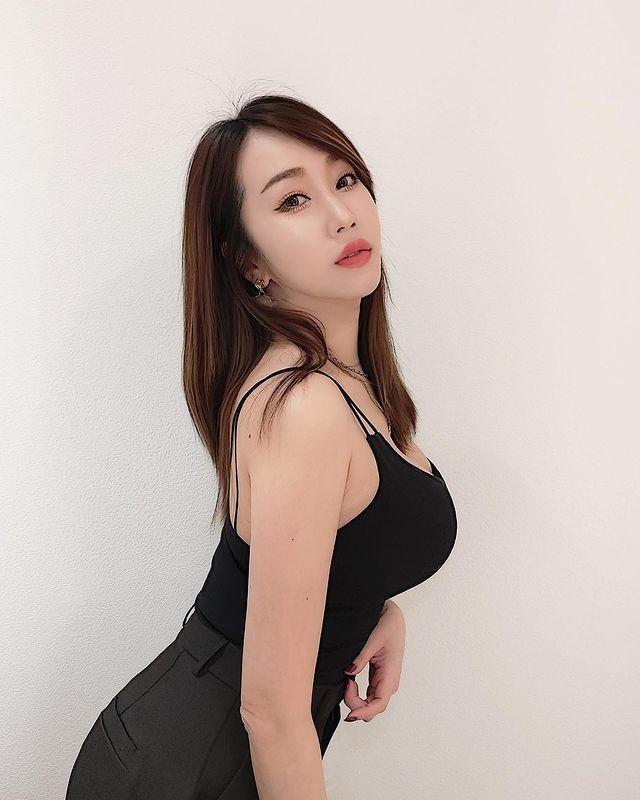 Nu tiep vien hang khong an mac sieu don gian van cuc nong bong-Hinh-5
