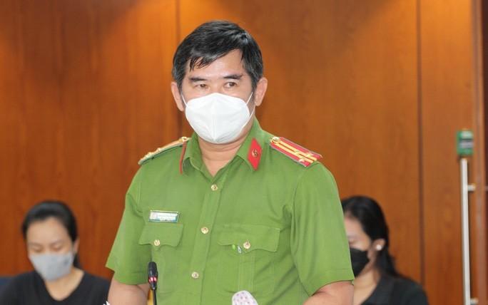 Cong an dang dieu tra vu mua ban trai phep thuoc tri COVID-19-Hinh-2