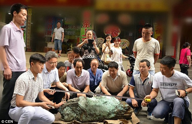 TQ Phat hien khoi da ngoc lam khong lo tri gia 33 ty-Hinh-2