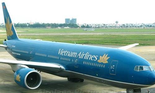 Chim dam vao dong co, Boeing-777 cua VNA ha canh khan cap