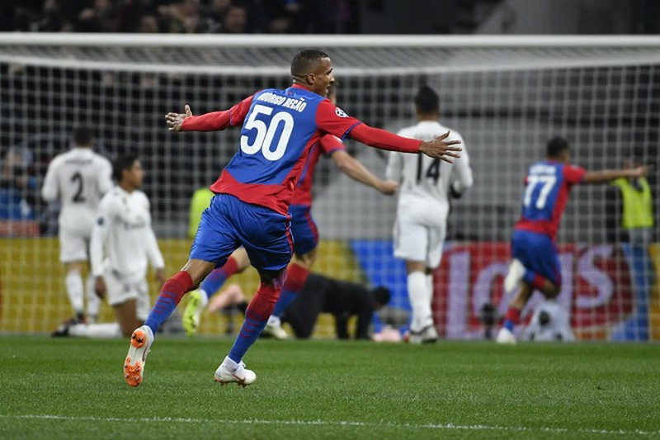 Vi sao Real Madrid am anh cai bong cua Ronaldo?